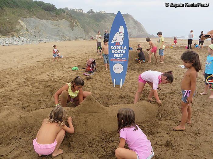 Sopela Kosta Fest jaialdiak surfa eta musika batuko ditu asteburuan