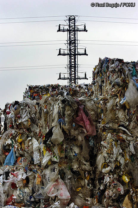 Bizkaian edukiontzi horira botatzen den plastikoaren %22 ez da birziklagarria